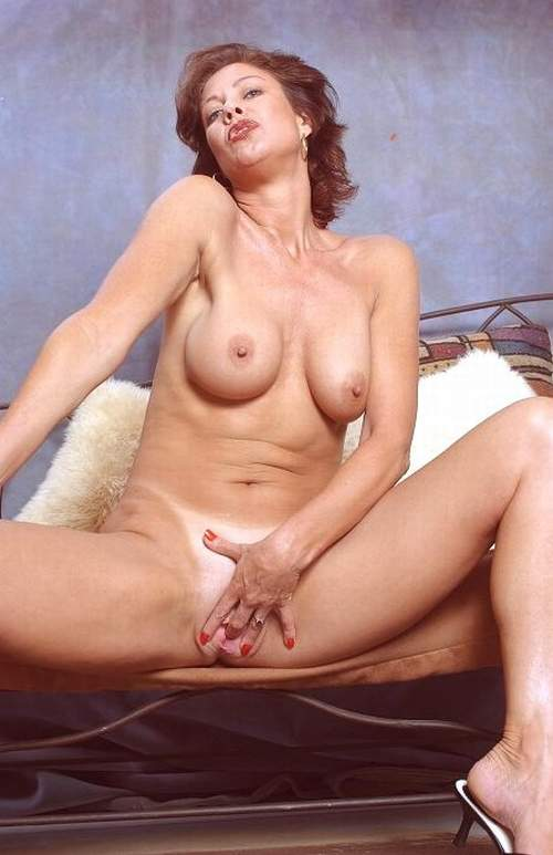 lucy anne brooks topless